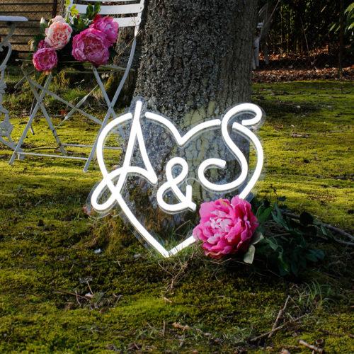 wedding-as-heart-neon-day